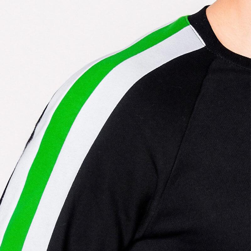 Pulover z barvnimi trakovi